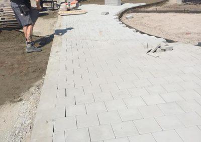 Aanleg pad betontegels